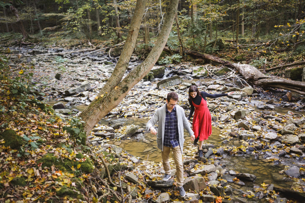 couple explores the bruce trail in Niagara