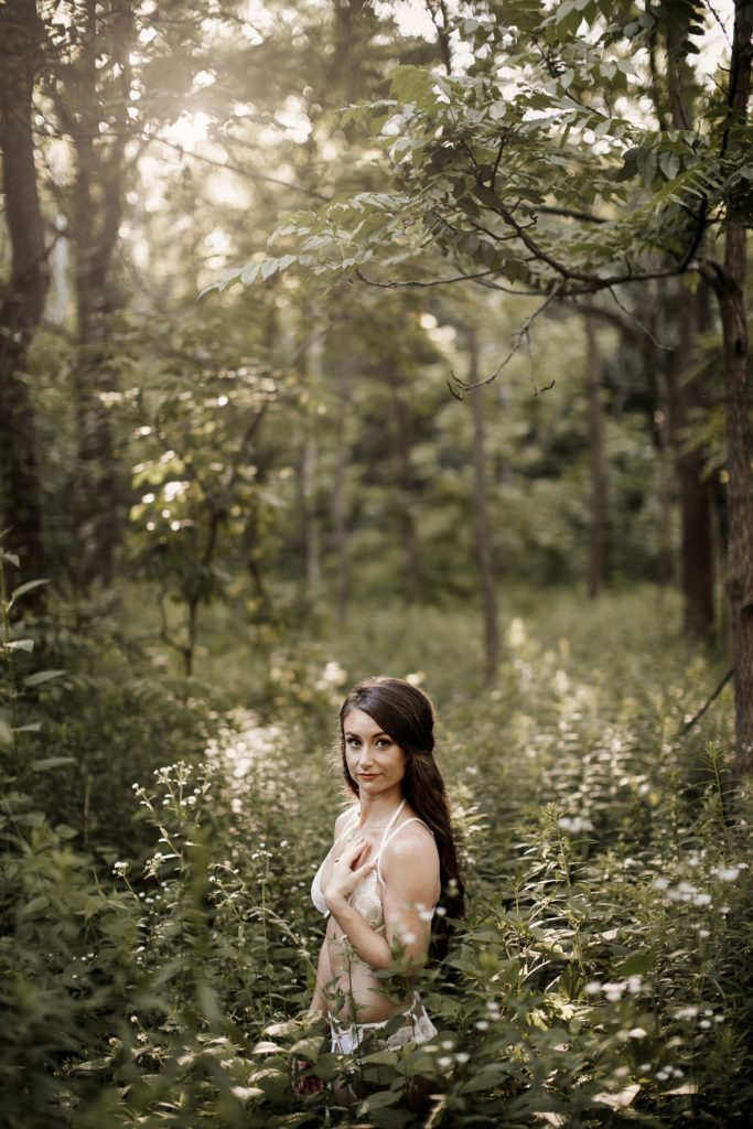 pretty girl lace white lingerie boudoir photographer niagara and hamilton