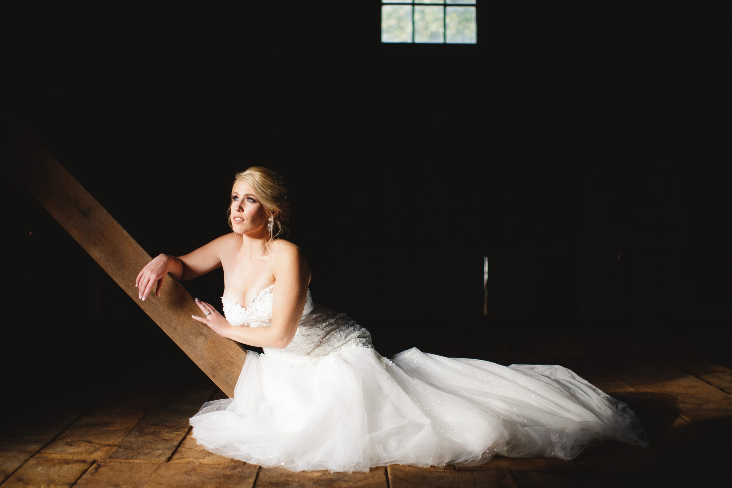 Bride-barn-wedding-niagara
