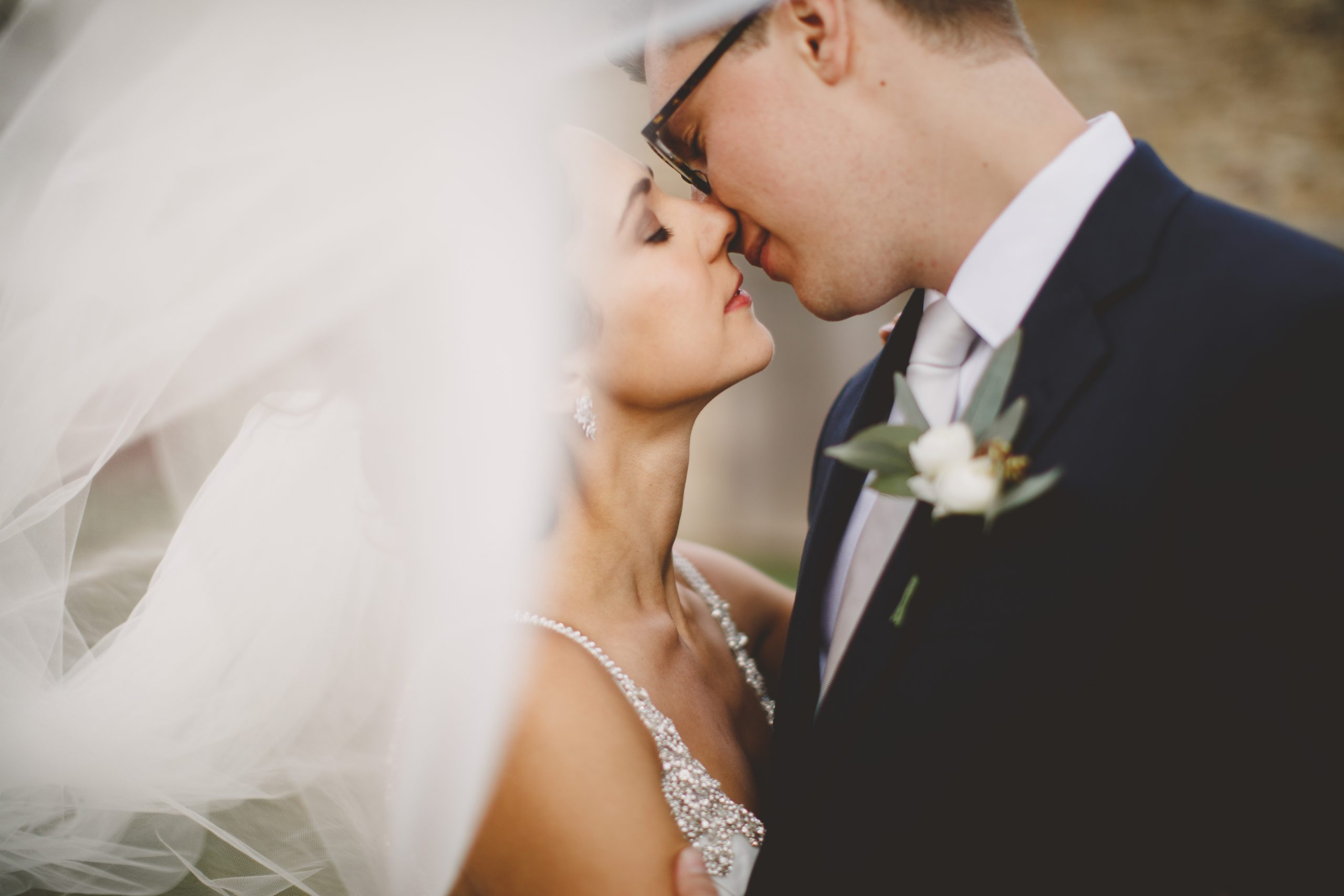 wedding-veil-romantic-wind-kiss