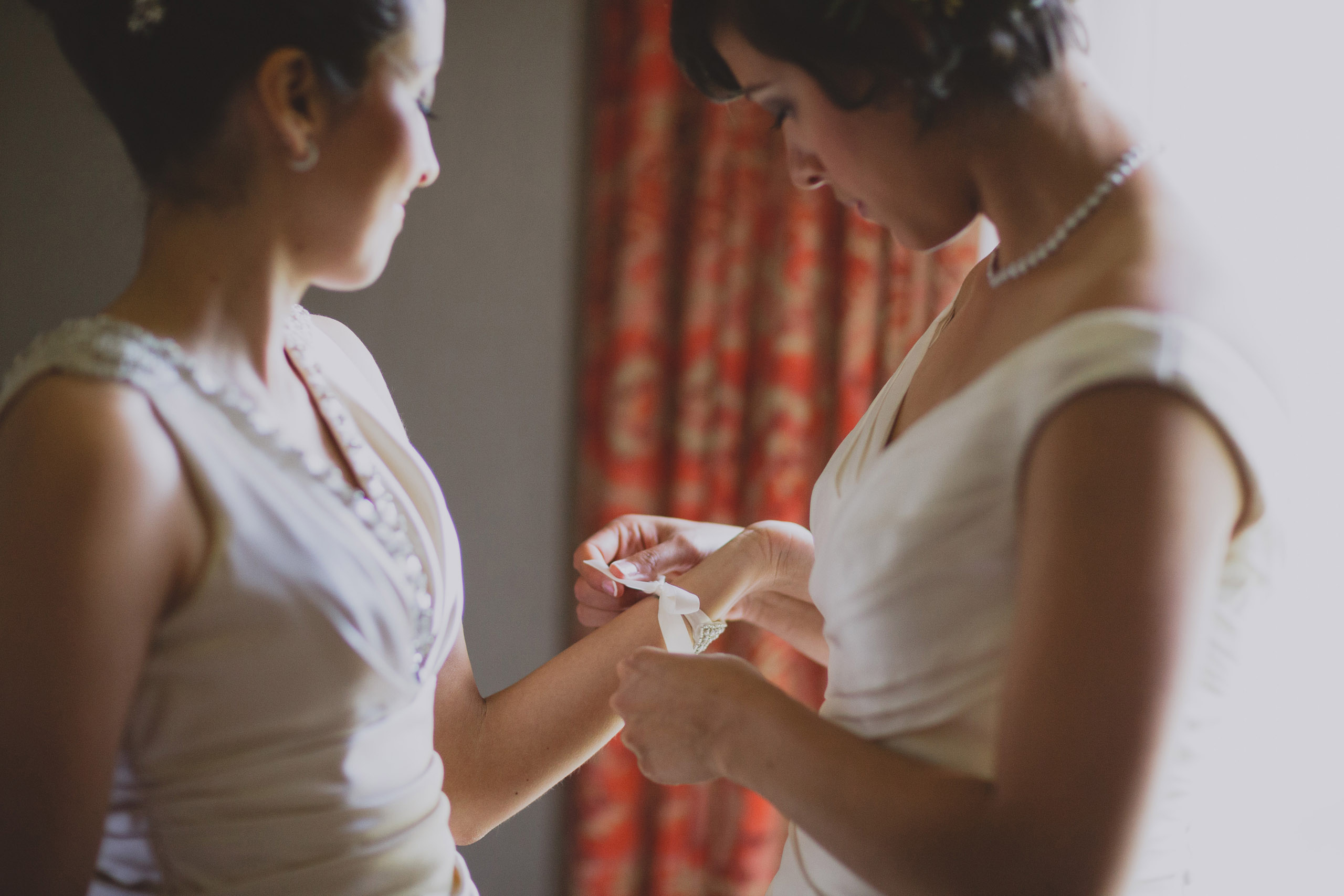 two brides get ready together white oaks resort niagara on the lake lgbtq