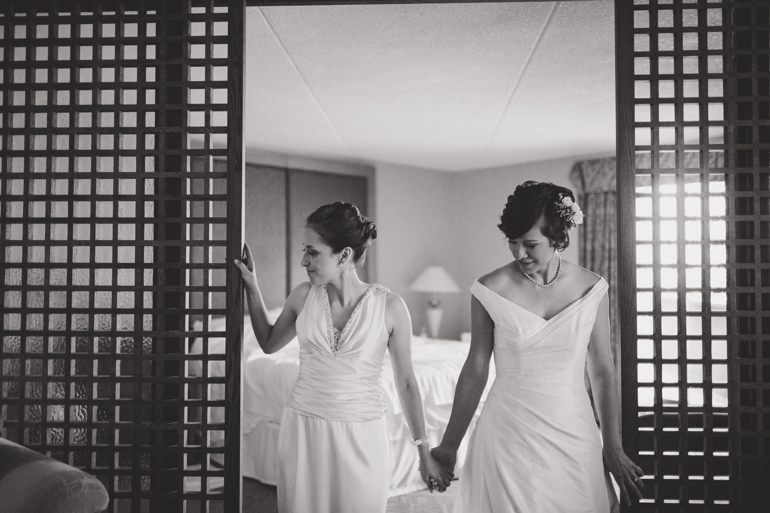 two brides wedding prep bridal suite white oaks resort niagara on the lake