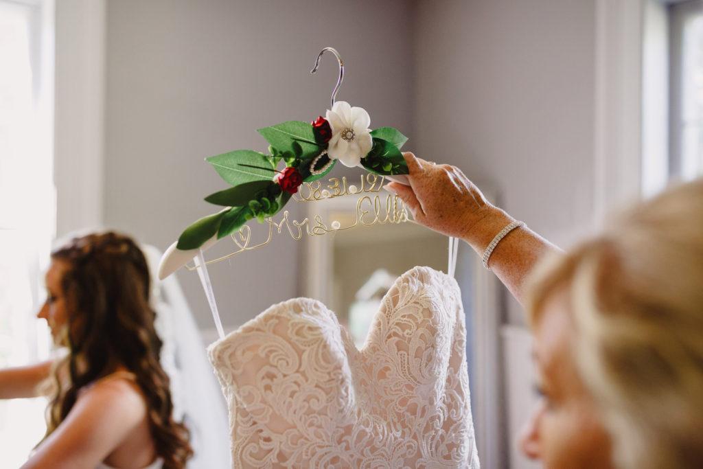 bridesmaid balls falls bridal suite mirror wedding prep lincoln ontario photographer
