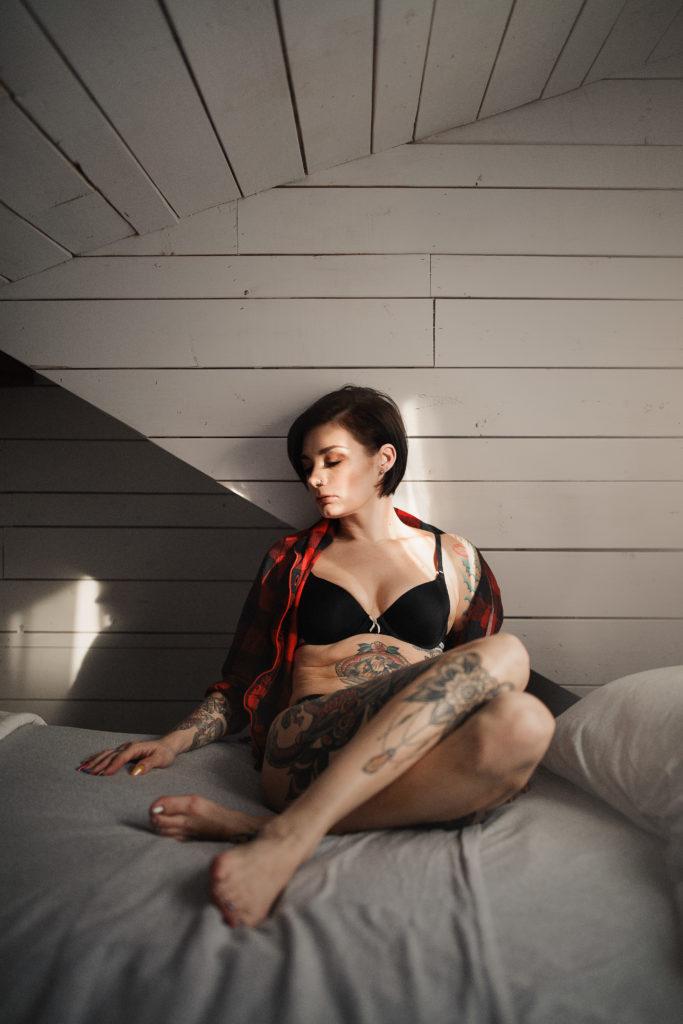 Niagara boudoir bed breakfast canadian plaid