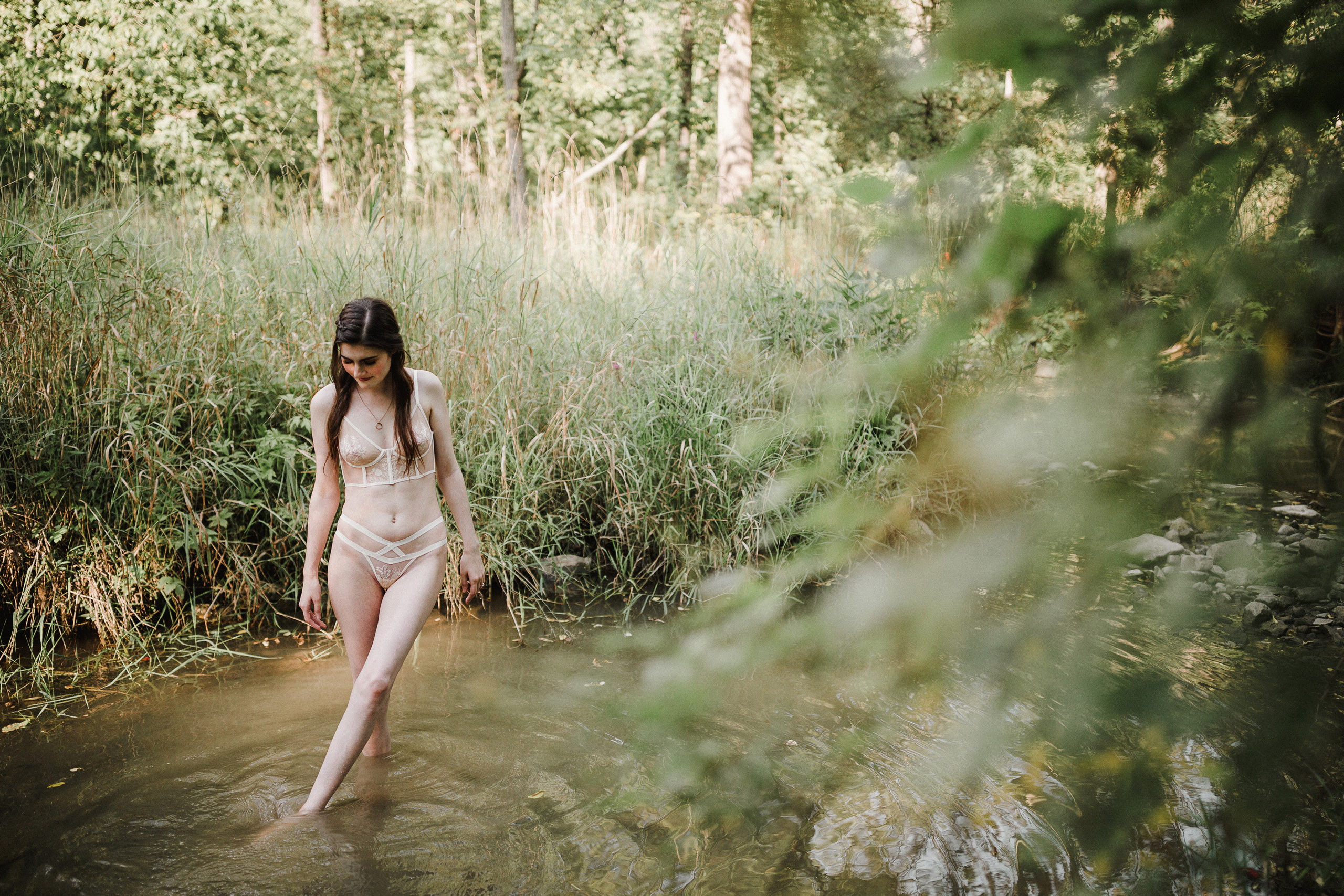 niagara boudoir photographer outdoor body positive