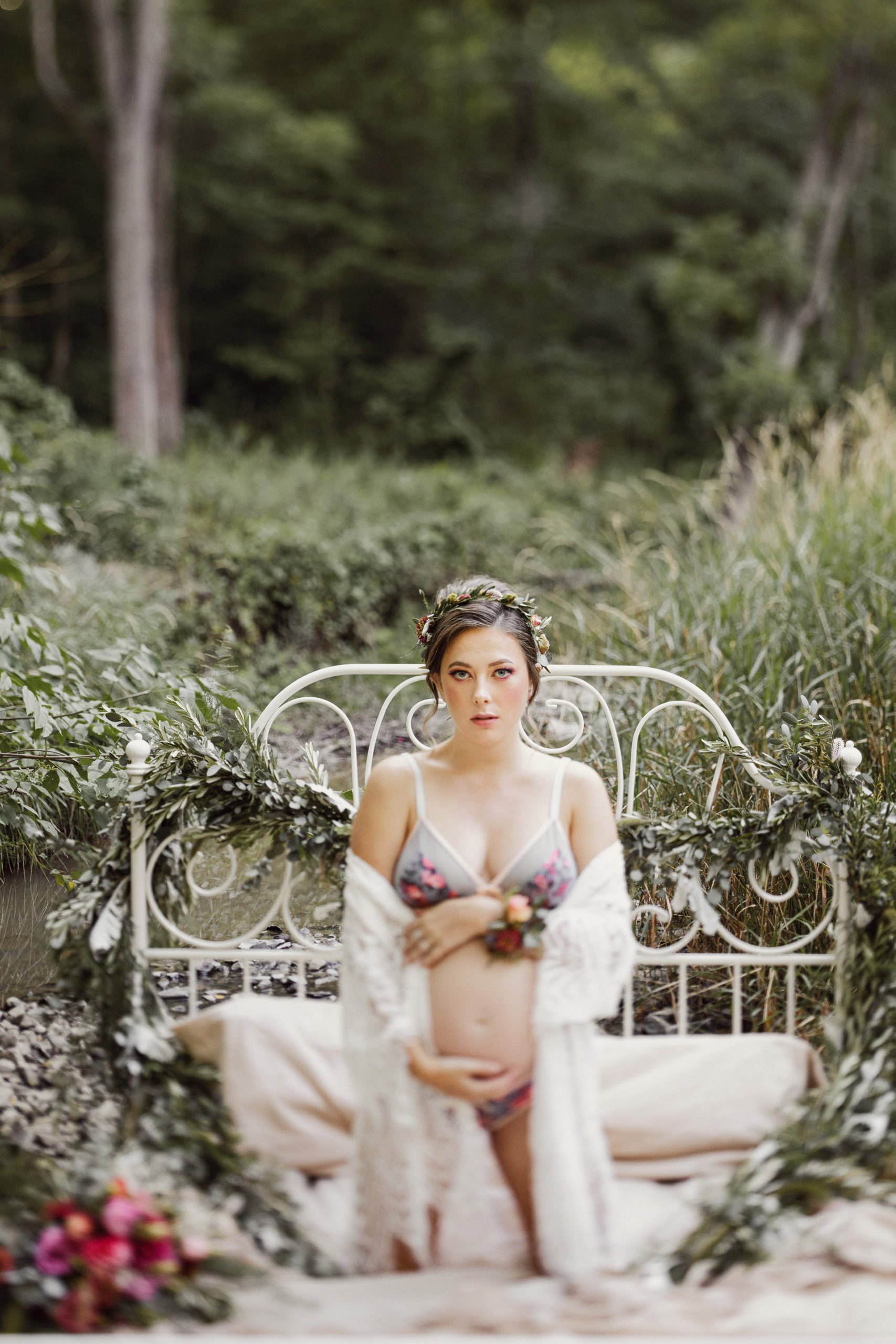 pregnancy photoshoot maternity boudoir outdoor niagara bed