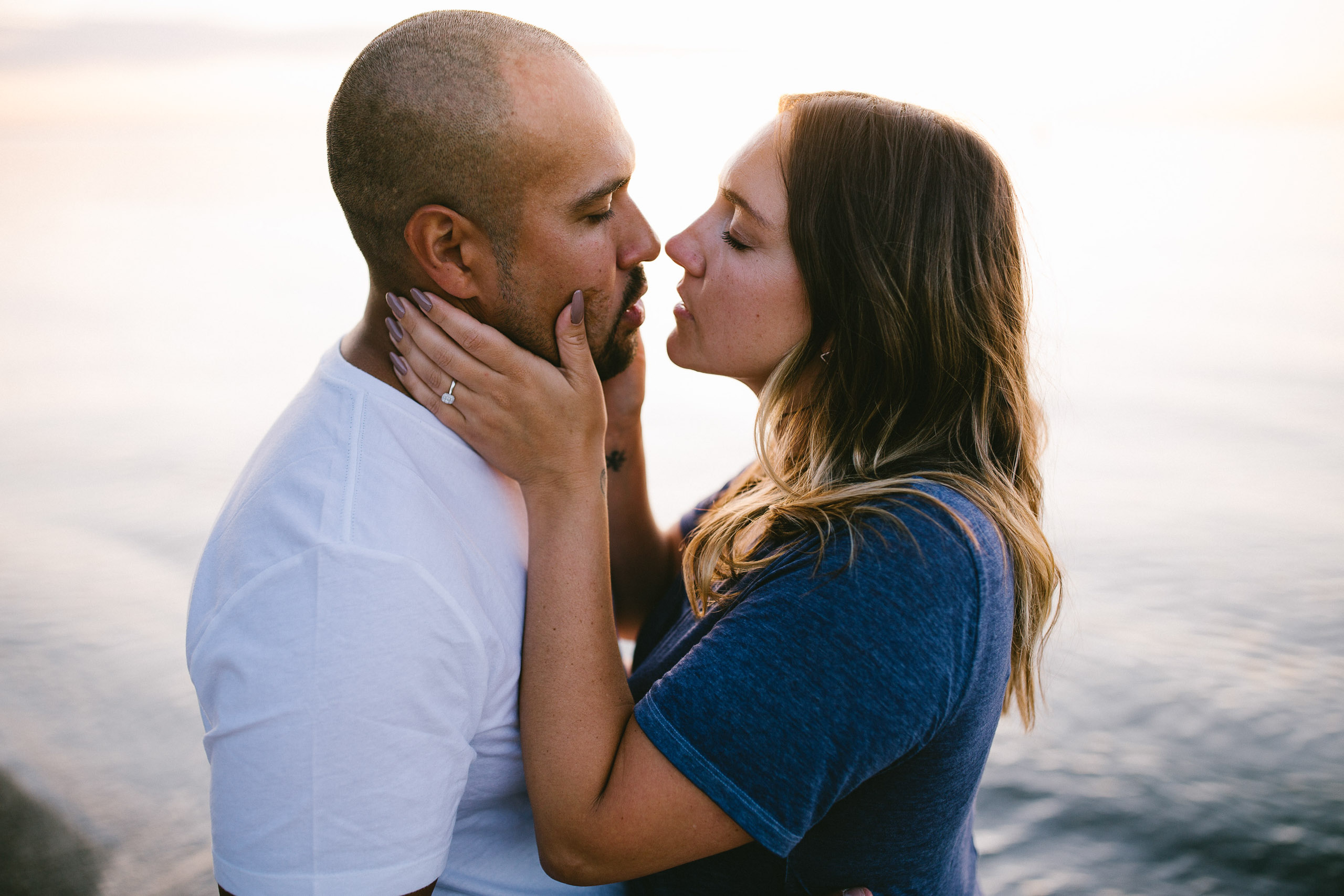 romantic kiss water beach afterglow niagara