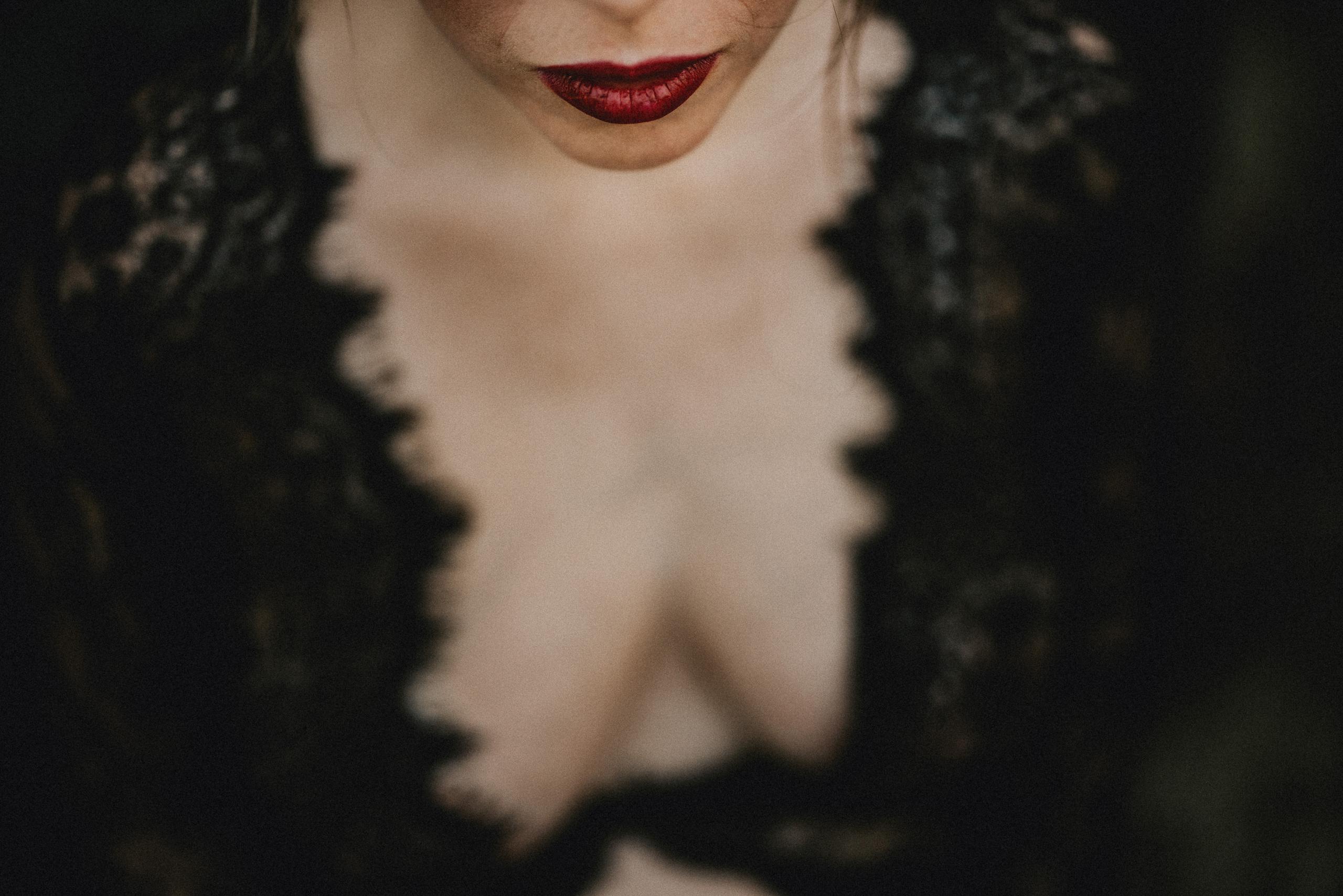red lipstick maternity boudoir photos style sexy outdoor
