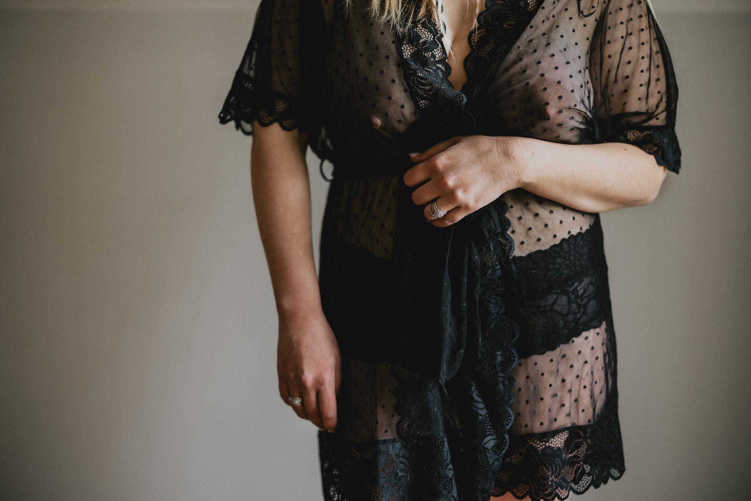 niagara boudoir photographer mom mother sexy lace