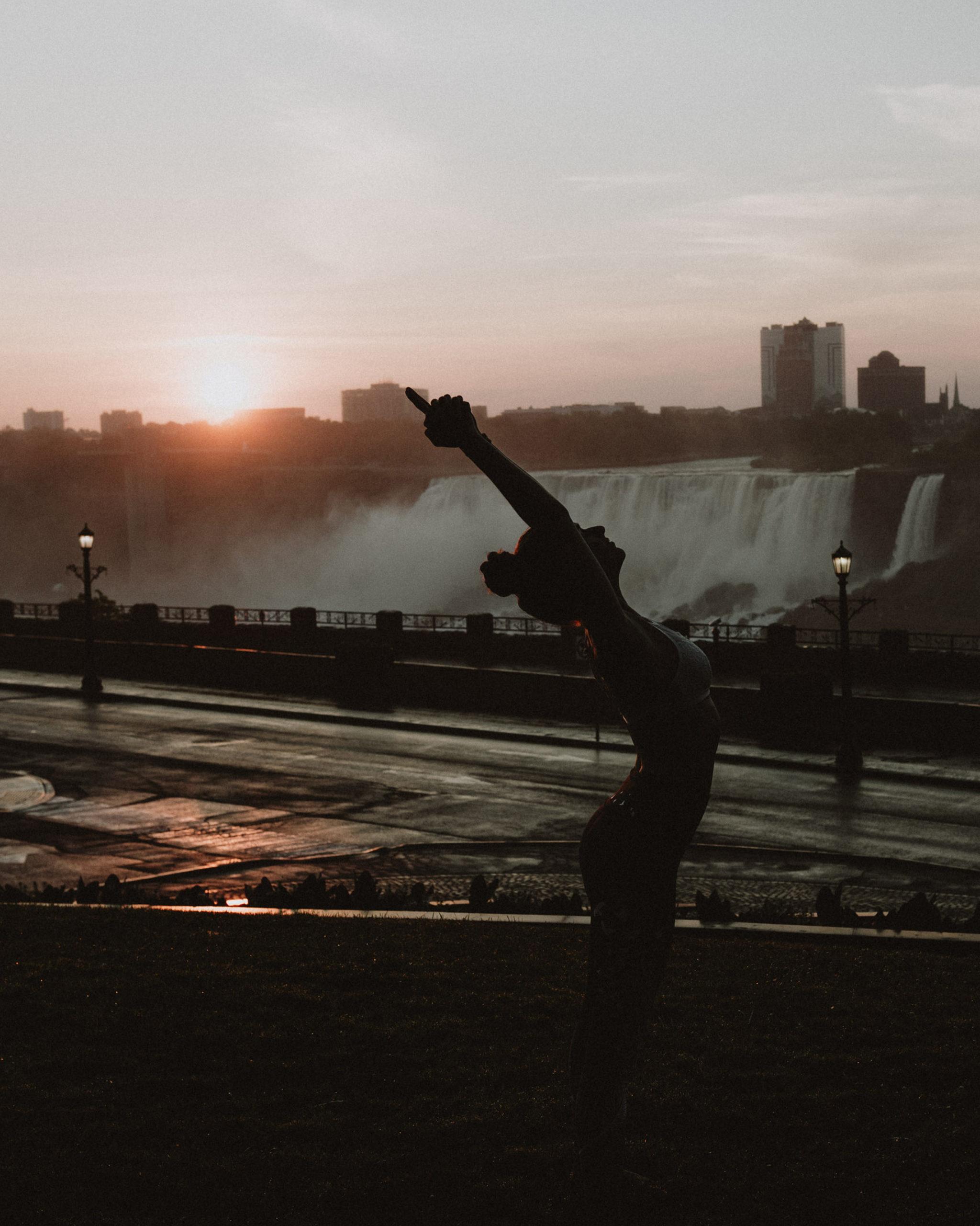 sunrise yoga session niagara fall photographer